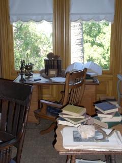 John Muir�s Scribble Desk
